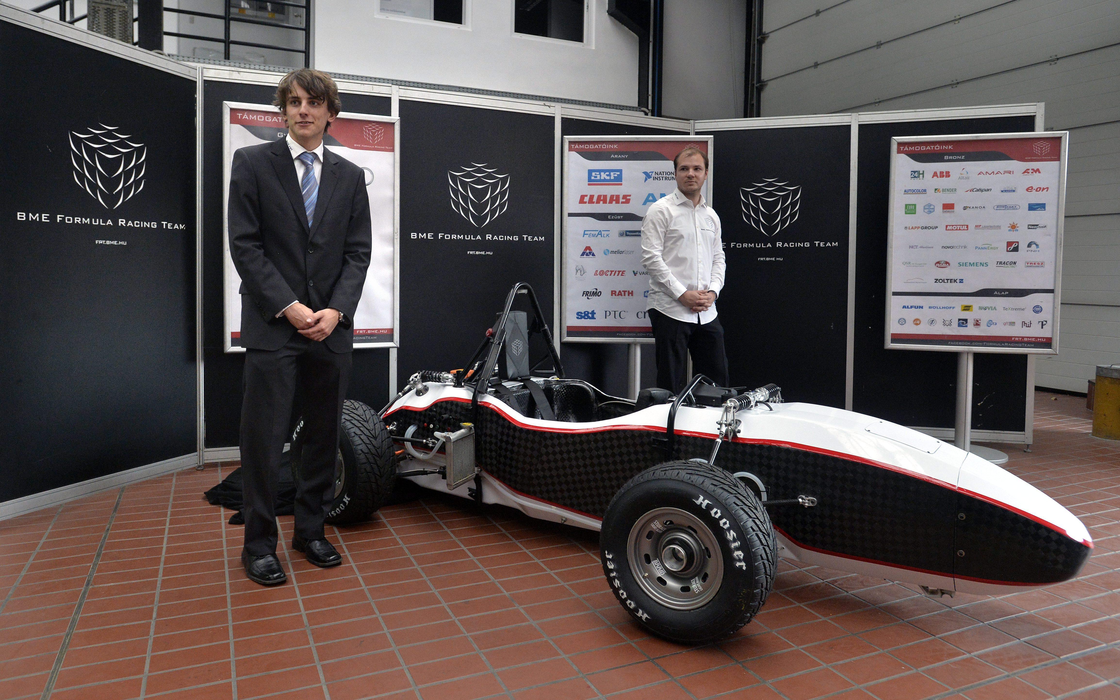 Új fejlesztésű elektromos versenyautó. Új versenyautót készítettek a Budapesti Műszaki és Gazdaságtudományi Egyetem mérnökhallgatói